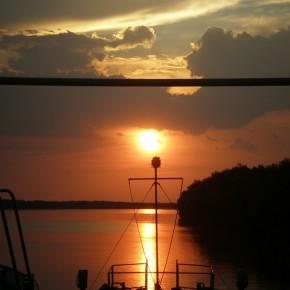 заход солнца на реке Дунай