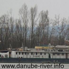 Капитан Мещеряков, владелец УДП, речной буксир- толкач , на реке Дунай, Порт приписки Измаил