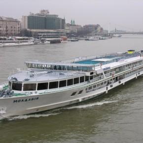 Пассажирское судно Молдавия