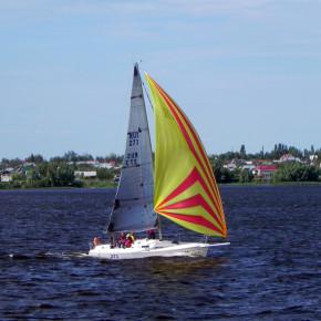 яхта на реке Дунай