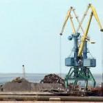 В Евпаторийском морском торговом порту началась перевалка насыпных грузов.