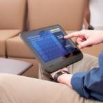 Интернет-бронирование с помощью  планшета сэкономит деньги.