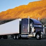 Раскаленный асфальт поглотил грузовые автомобили